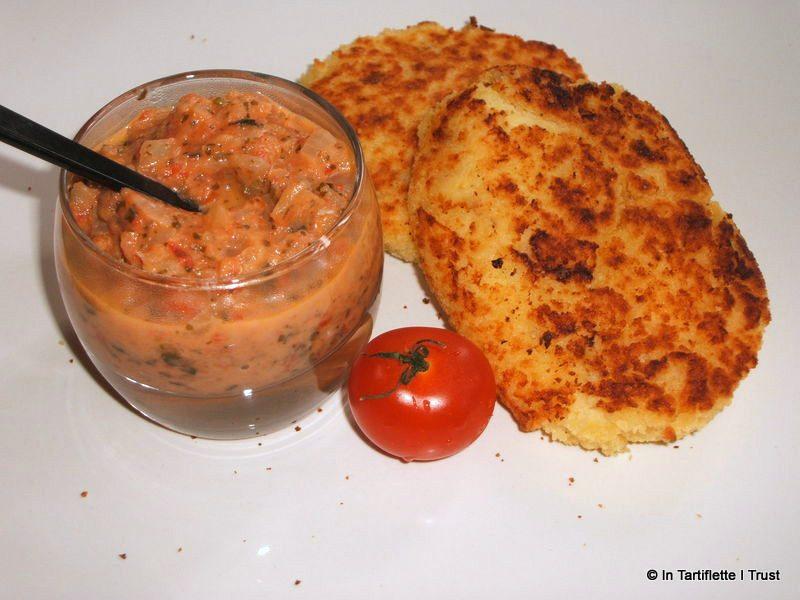 Galettes de pommes de terre à la brousse, sauce tomate-coriandre