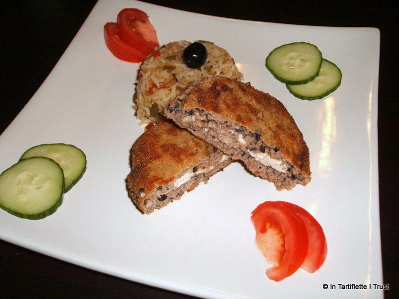 Croquettes de boeuf feta & olives, riz aux poivrons