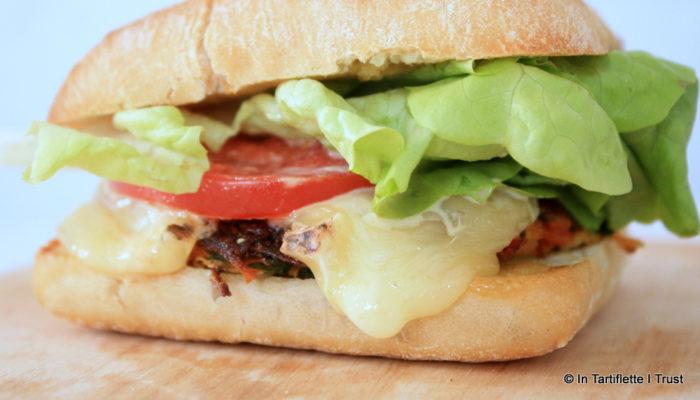 Burger de légumes, Saint-Nectaire fermier & sauce miel-moutarde