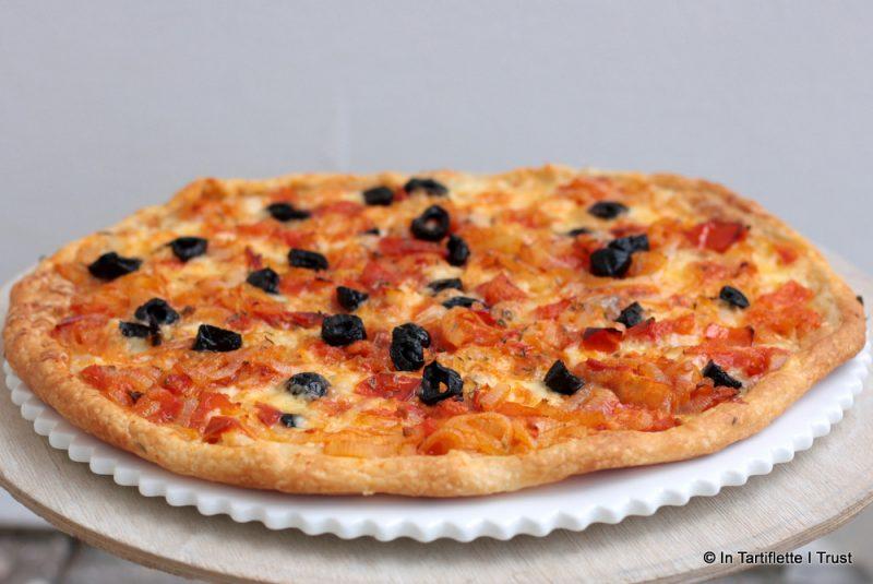 Pizza tomates-oignons-mozza au thym & à l'huile d'olive de Marie