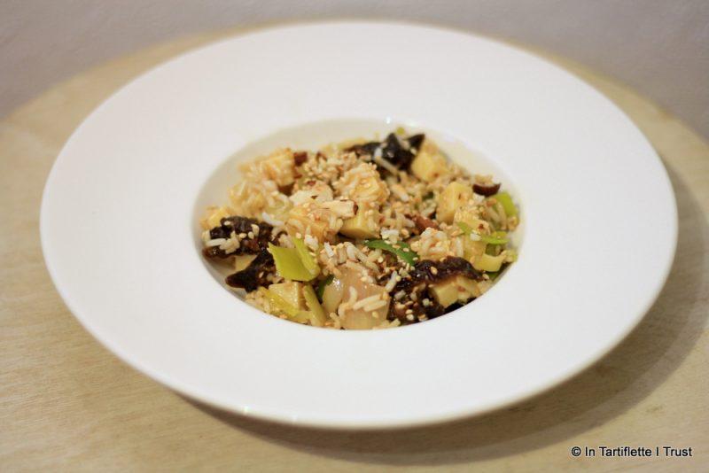 Salade de riz aux poireaux, amandes, sésame & pruneaux