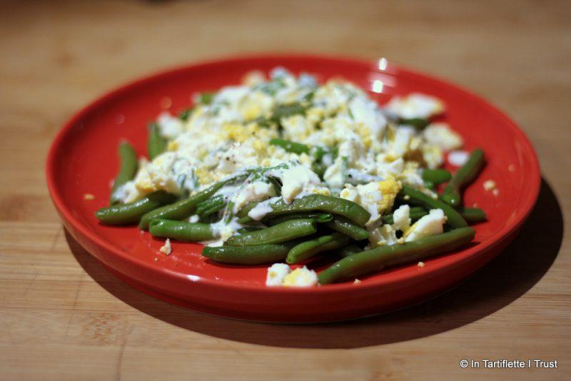 Salade de haricots verts aux œufs durs, crème de ciboulette