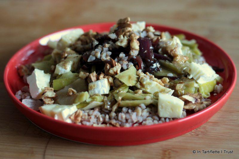 Salade de sarrasin, confits d'oignons rouges, poireaux, brie noix