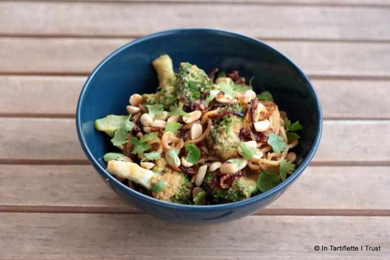 Nouilles sautées au brocoli sauce cacahuètes