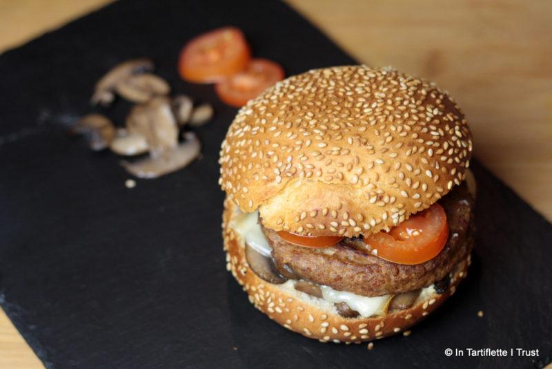 Burger veggie aux champignons et fromage à raclette