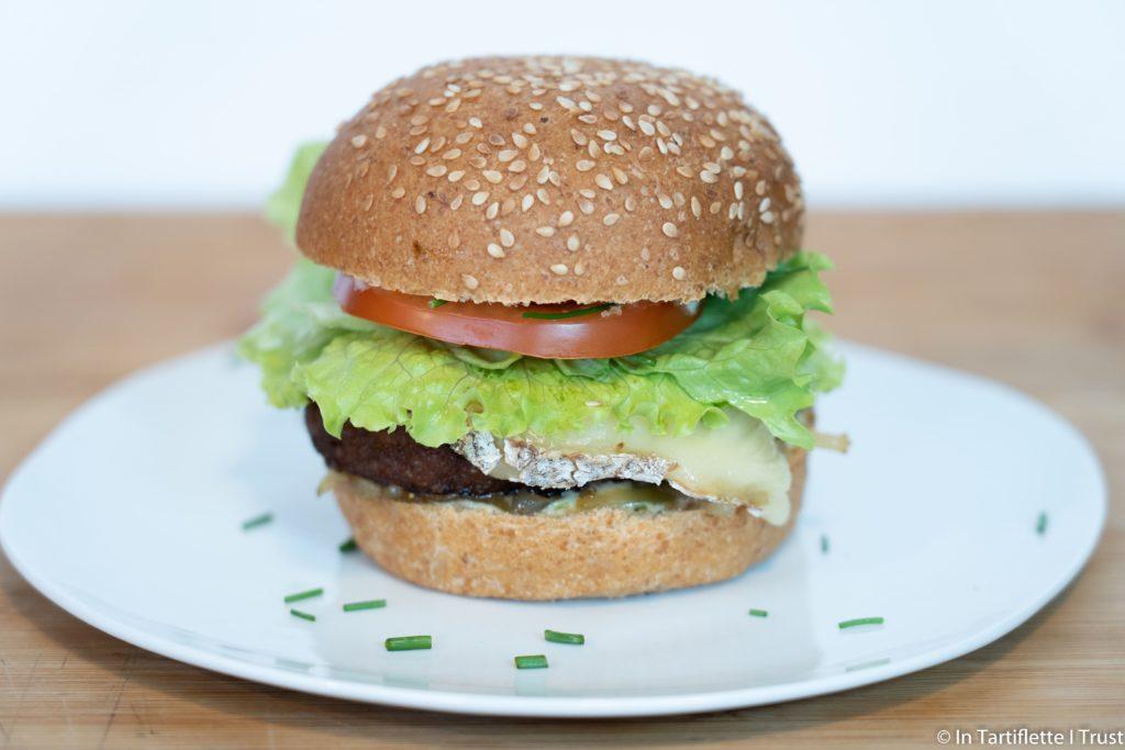 burger au béret savoyard et oignons confits